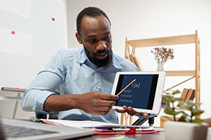 How online learning providers can help students who struggle online